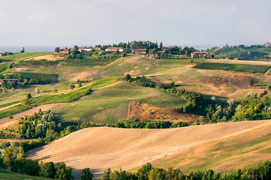 In moto tra le colline e i borghi medioevali dell'Oltrepò Pavese