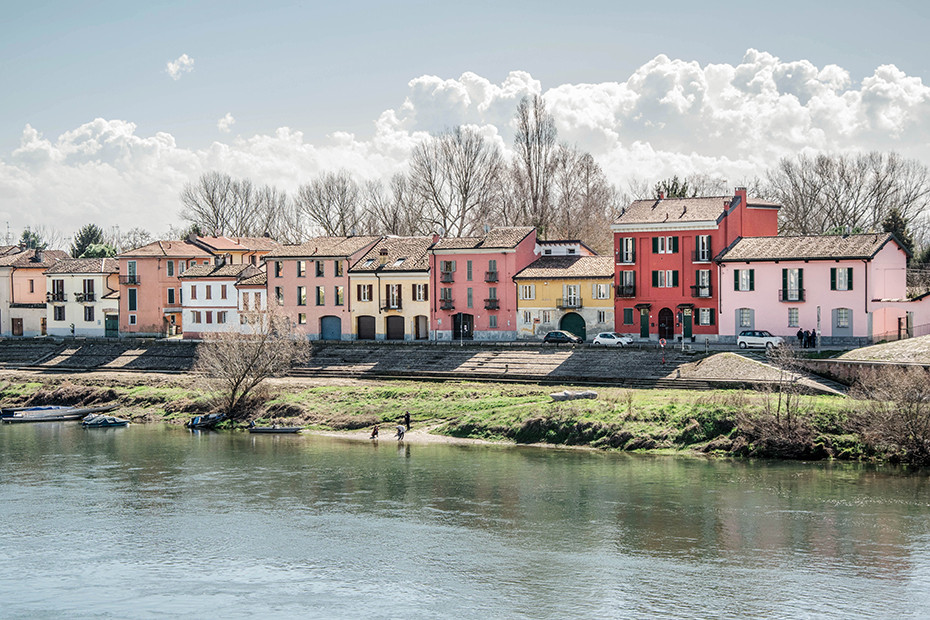 Among the picturesque colours of Borgo Ticino