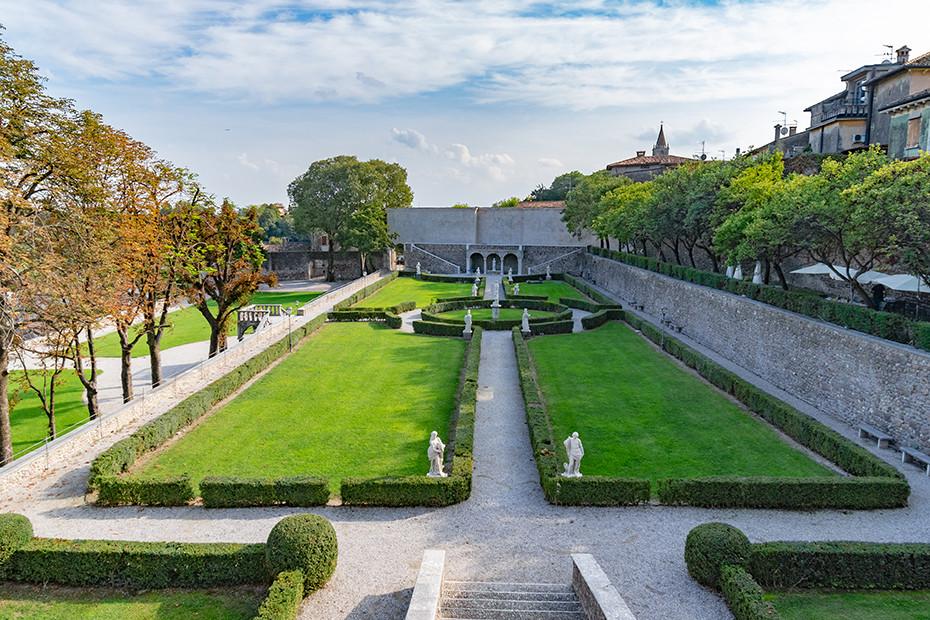 Volta Mantovana, il castello e i giardini all'italiana