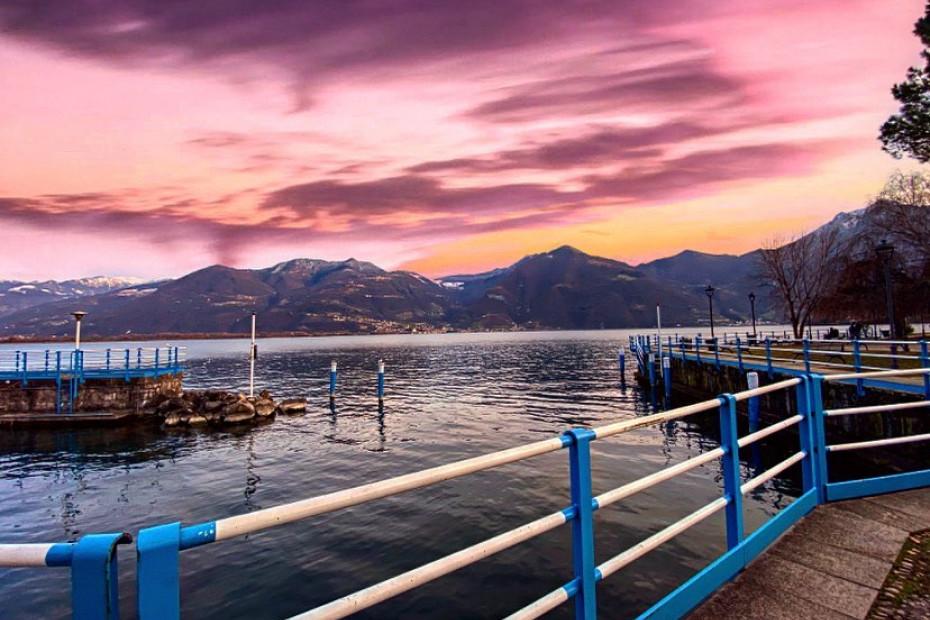 2. Passeggiate romantiche ammirando il paesaggio (Lovere, BG)