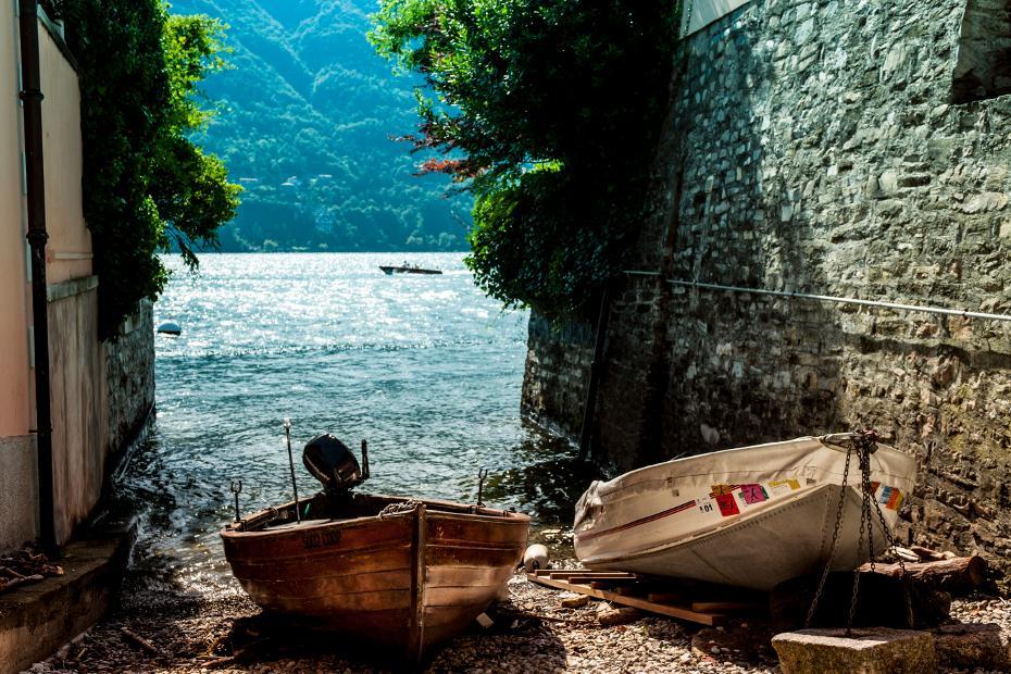 7. In barca sul lago