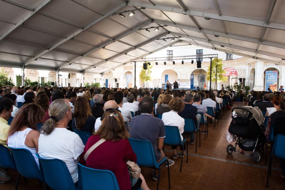6. Organiza el Festivaletteratura