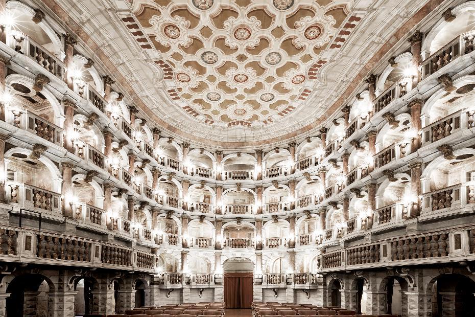 9. Los teatros son obras maestras