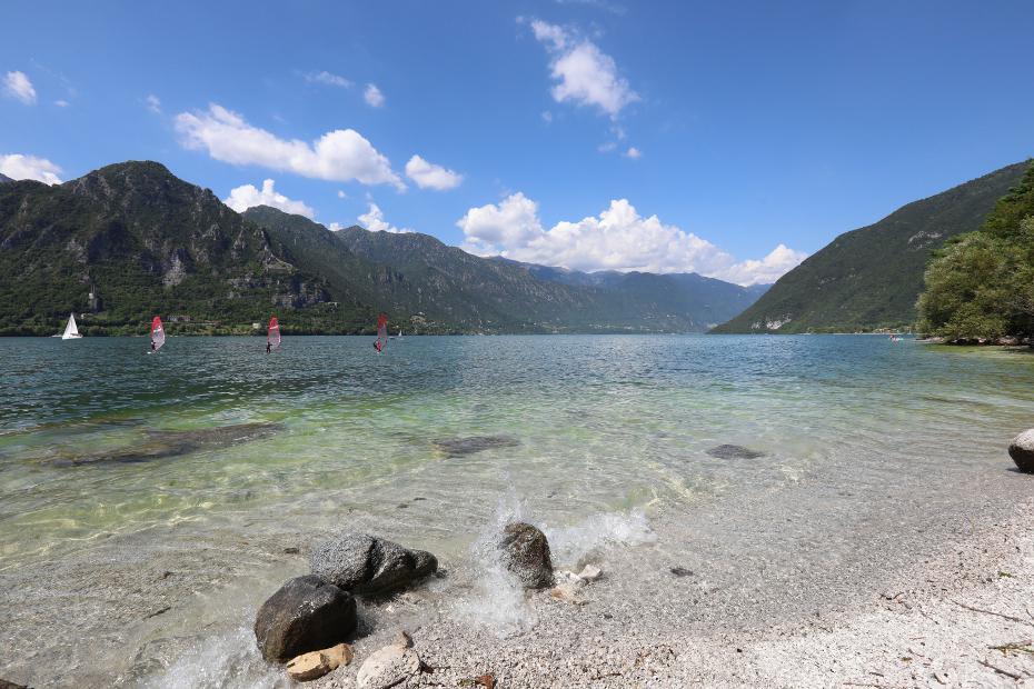 Lago d'Idro, tra Alpi e monti boscosi