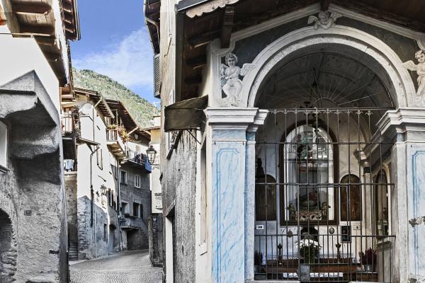 Madonna dell'uva, in via Scarpatetti a Sondrio