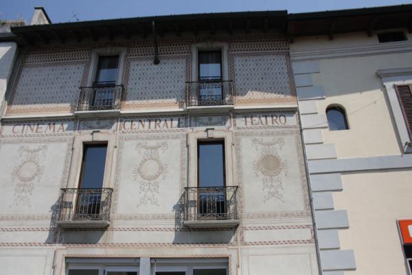 La facciata di Via Matteotti con i segni del cinema teatro