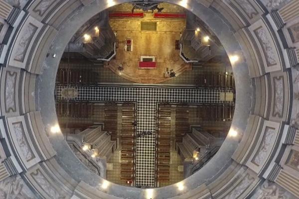 L'altare visto dall'alto della cupola