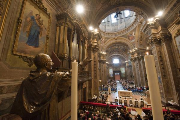 L'interno del Santuario visto dall'altare - foto di Walter Turconi