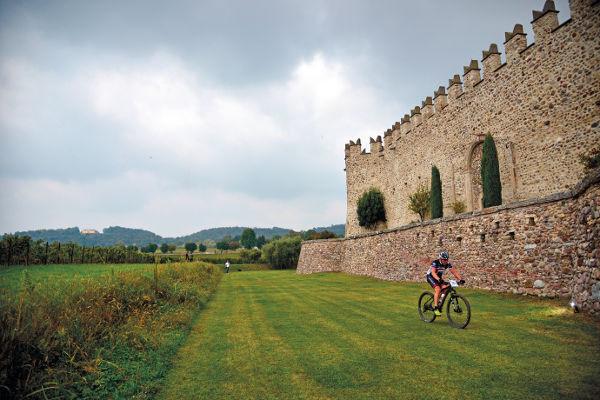 Passaggio al Castello di Passirano