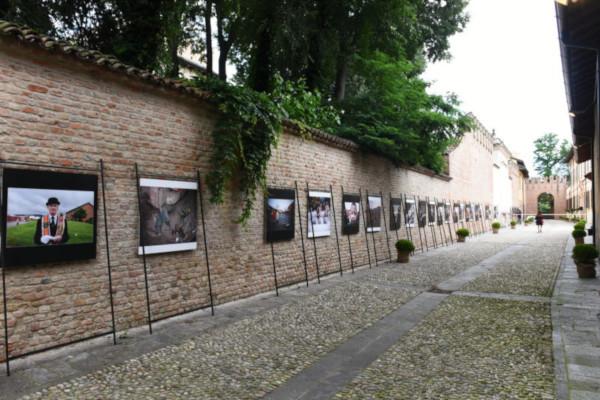 La mostra fotografica in via Trecchi