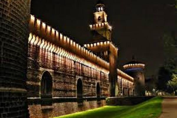 Milano, il Castello Sforzesco di notte